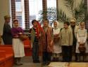 Koledníci v knižnici